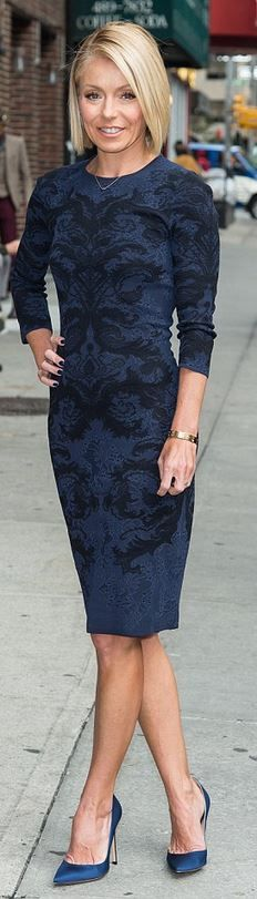 Who made  Kelly Ripa's blue print long sleeve dress