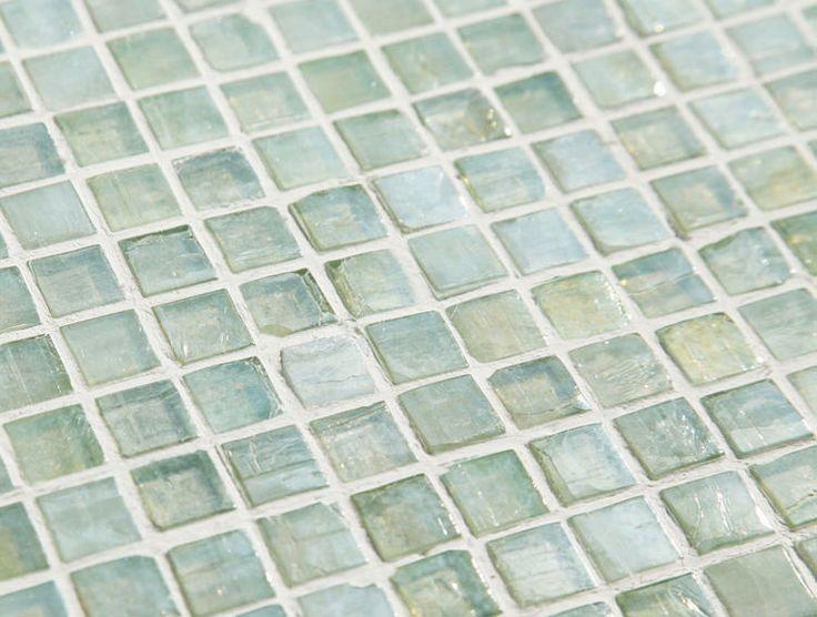緑色ガラスタイルのアーバングリーン15mm角
