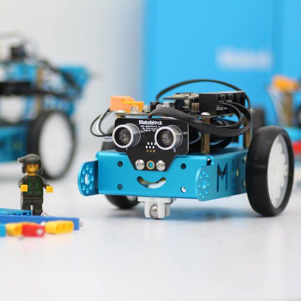 ✔ mBot von Makeblock ✔   Bietet einen optimale Einstieg in die Programmierung und Steuerung. Lichtsensor, RGB-LED, Infrarot-Sensor und vieles mehr. http://smarthomewelt.de/mbot-roboter-bausatz-fuer-kids/ #smarthome #gadget #gadgets