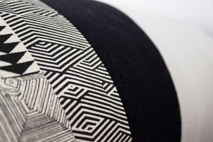 Cuscino bianco e nero _ dettaglio