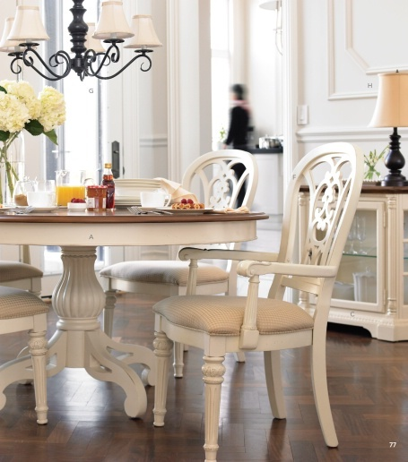 LOVE this breakfast table and chairs