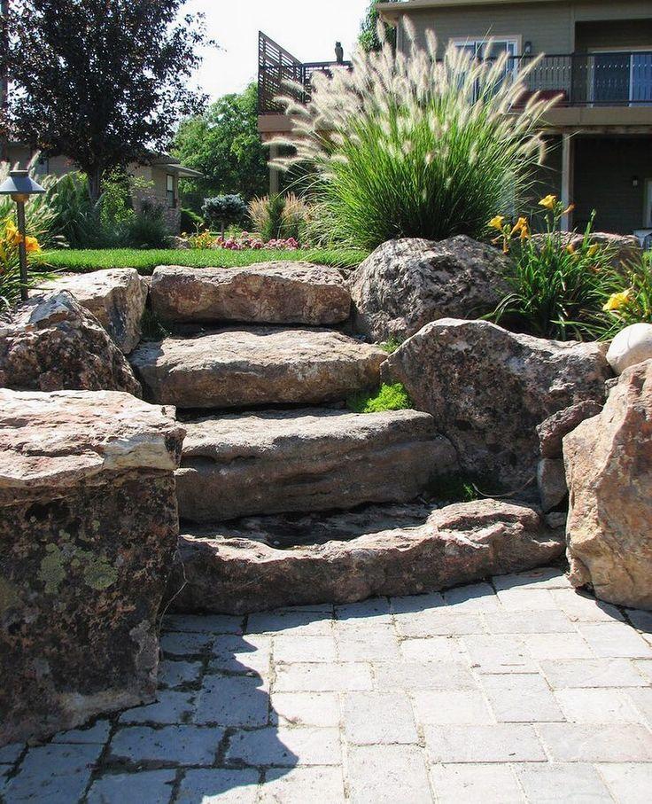 Каменные лестницы - очень выразительные элементы ландшафта, соединяющие разные уровни участка и садовые объекты.