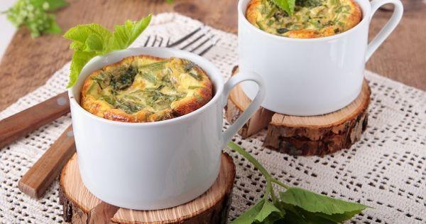 Le micro-ondes et la tasse sont des alliés hors-pair pour les matins pressés ou un peu paresseux! Ils peuvent nous aider à concocter des déjeuners santé, avec à peine quelques ingredients de base. Voici nos 4 meilleures recettes de déjeuners à faire dans une tasse.