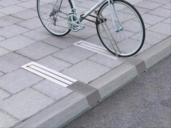 Sistema de sujección extensible para el estacionamiento de bicicletas en aceras