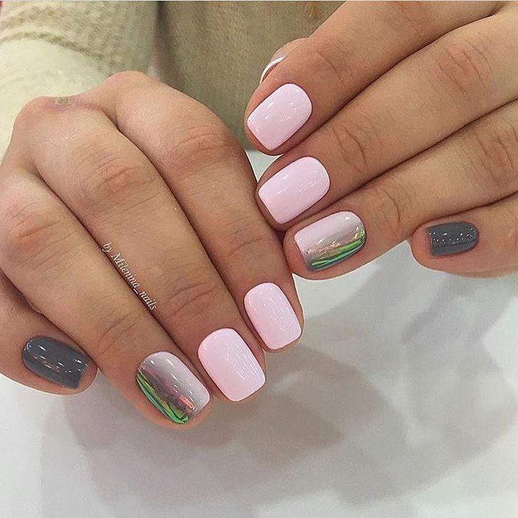 Битое стекло на коротких ногтях, Бледно-розовый маникюр, Градиентный маникюр на короткие ногти, Двухцветный дизайн ногтей, Дизайн ногтей с переходом, Идеи маникюра битое стекло, Идеи омбре маникюра, Идеи серого маникюра