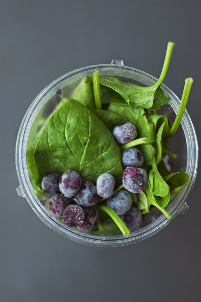 BLUEBERRY SPINACH SUPERFOOD SMOOTHIE (VEGAN) - Will Frolic for Food