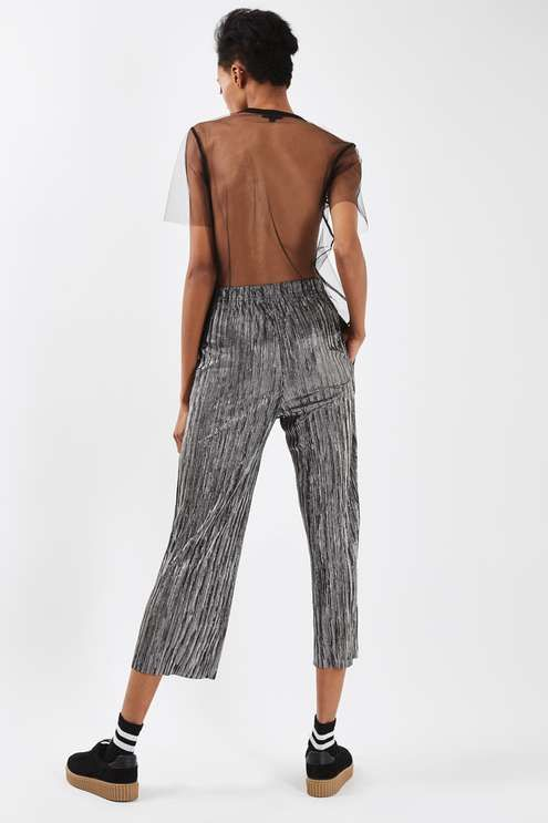 Mix up your party wardrobe with these plisse trousers in metallic stripe print. In an awkward shorter length, It comes with an elasticated high waist. Style with a hoodie and creeper trainers for a laid-back take on the look. #Topshop