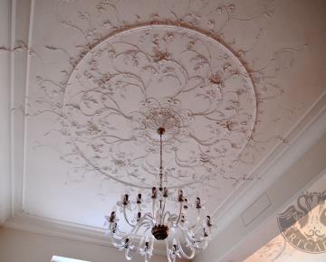 2014 - design a realizace stropní štukové výzdoby, výroba autorských modelů staroanglických popínavých růží, soukromá residence Praha 2