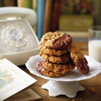Chocolate oaties: bound to be a tea-time favourite #biscuit #recipe I got this recipe at http://cheap-cuisine.com/posts/Chocolate-oaties-bound-to-be-a-tea-time-favourite-34115