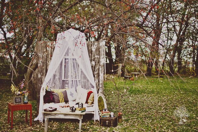 rustic outdoor photo booth! adorable.