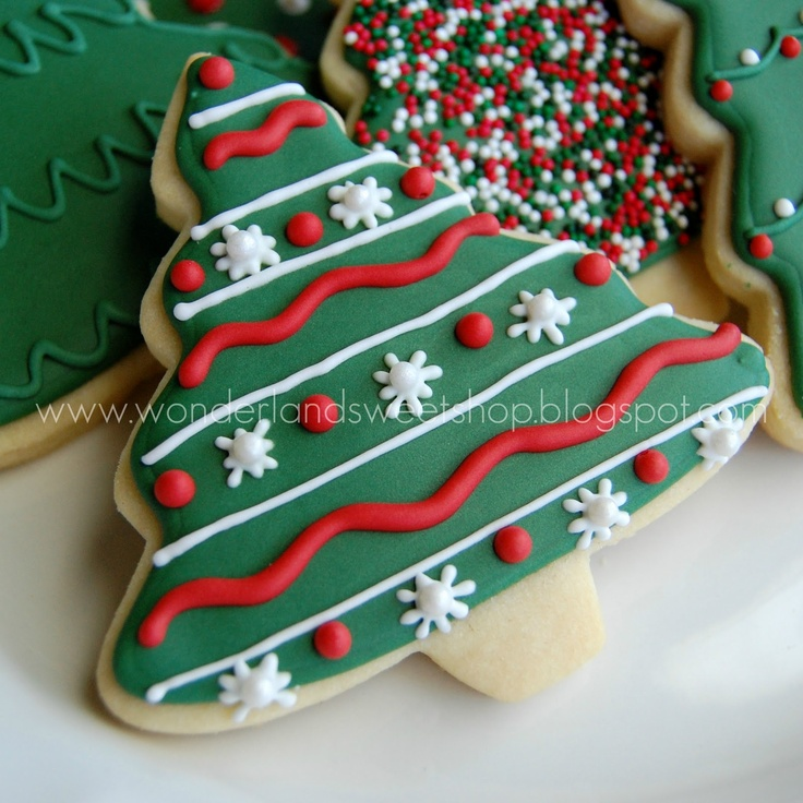 Red and Green Christmas Cookies - not so much the color but love the pattern and it looks easy.