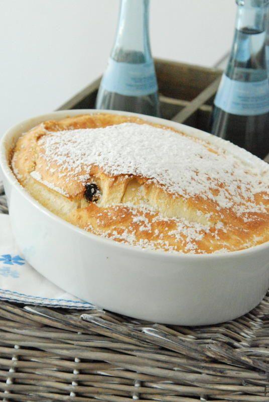 Kaiserschmarrn aus dem Ofen:   (Rezept für 2 Personen, ich nehme immer die 3fache Menge für uns)      2 Eier  1/8 l Milch  80g Mehl  40g Rosinen  Puderzucker  Butter zum Ausfetten  Apfelmus