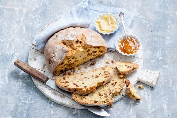 Het proeft naar… scones! Eet het warm of lauw met boter of met clotted cream en jam - Recept - Allerhande