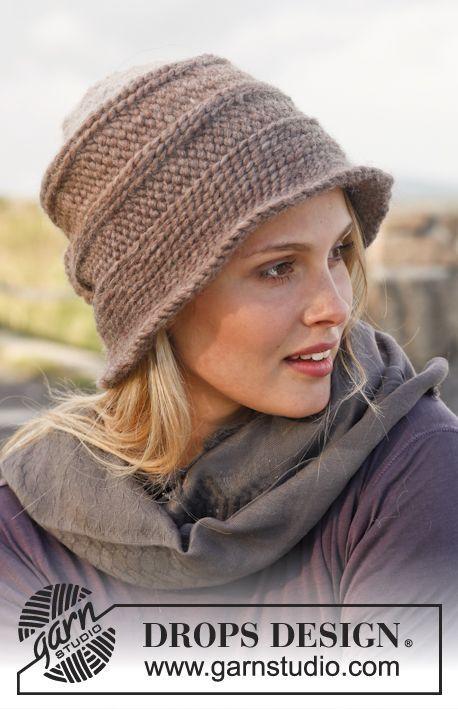 """Cappello e guanti DROPS lavorati all'uncinetto con tecnica bosniaca in """"Eskimo"""". ~ DROPS Design"""