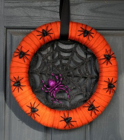 Halloween is my absolute favorite holiday! I can't wait to make one of these cute Halloween wreaths for the front of my door.