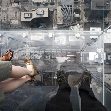 "Glass viewing platform on Chicago's tallest building ""cracks"" under visitors' feet."
