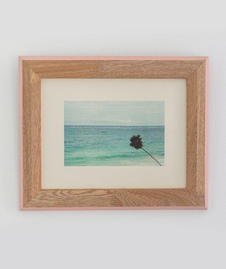 """""""Quién mira fijamente al mar, ya está navegando un poco"""" Palmera - Cuadro de mar, en madera de pino y marco rosado. $49.000 COP. Cómpralo aquí--> https://www.dekosas.com/productos/decoracion-hogar-vida-util-cuadro-de-mar-palmera-roble-rosado-detalle"""