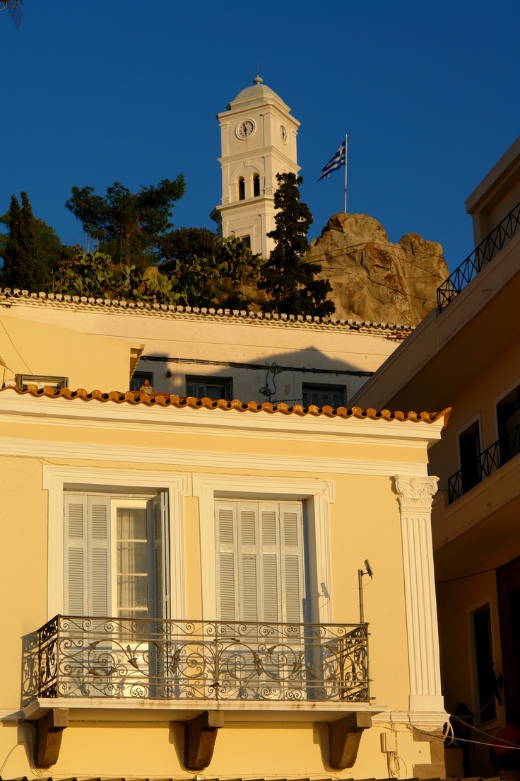 Buildings in poros