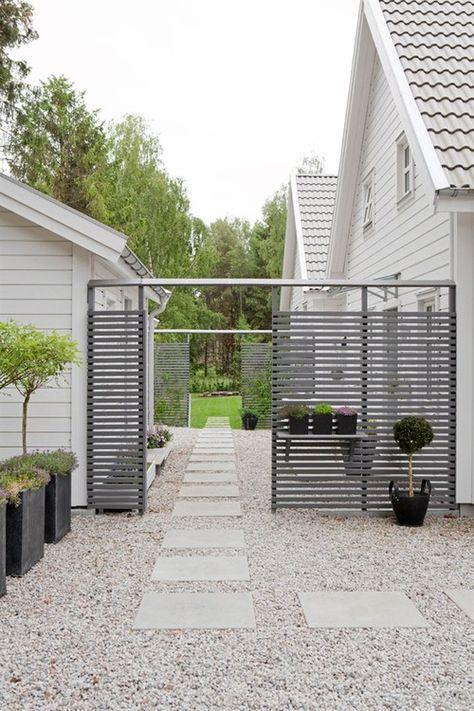 pale gravel and paving horizontal slatted fence for landscaping - för ditt hem & trädgård!