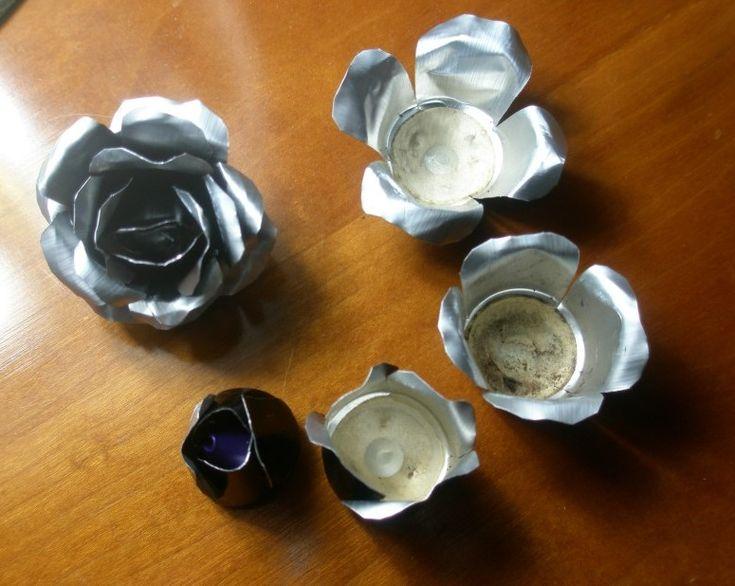 100 flores con capsulas de cafe Nespresso: Passos per a fer una rosa retallant els pètals.