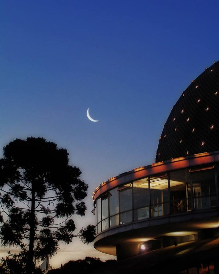View of the Buenos Aires City PLanetarium and the Moon...