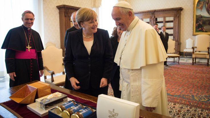 In ihrer Audienz bei Papst Franziskus ging es um die Themen Klimaschutz und Armutsbekämpfung. Und um die Trauer um Helmut Kohl
