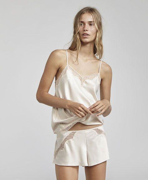 Korte kanten broek, 25.99€ - Korte lingeriebroek met verstelbare tailleband. - Autumn Winter 2017 trends in women fashion at Oysho.