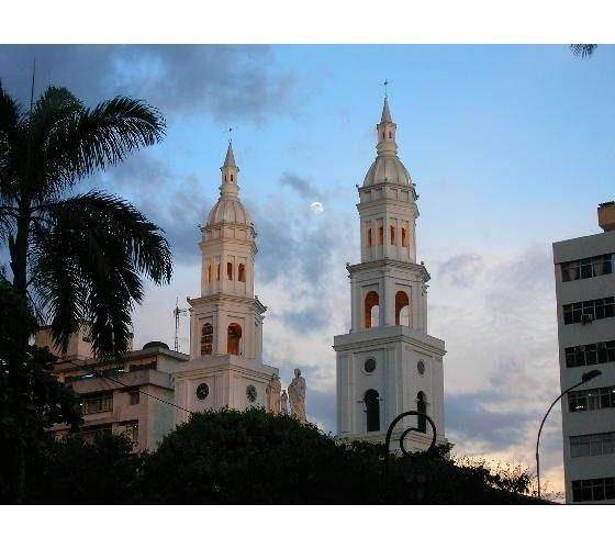 catedral de la sagrada familia bucaramanga, colombia   3619435-Catedral_de_la_Sagrada_Famillia_Bucaramanga-Bucaramanga.jpg