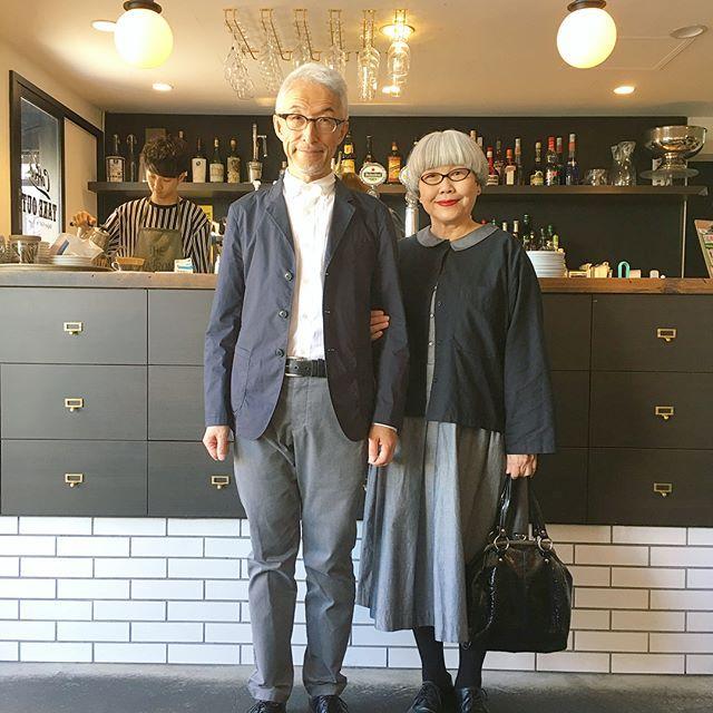 お気に入りのカフェ「PUBLIC.COFFEE & BAR」( @public_coffee_and_bar )さんで取材でした。 スタッフの @hiro__0809 さんに美味しいコーヒーを淹れていただいて幸せでした☕️ いつもお世話になりありがとうございます。 #お気に入りのカフェ #publiccoffeeandbar #夫婦 #60代 #ファッション #コーディネート #夫婦コーデ #今日のコーデ #グレイヘア #白髪 #共白髪 #couple #over60 #fashion #coordinate #outfit #ootd #instafashion #instaoutfit #instagramjapan #greyhair