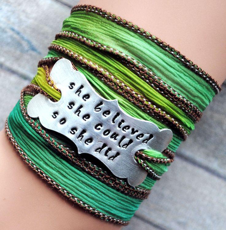 Wikkelarmband crinkle zijde  inspiratie armband handgestempeld, She believed she could so she did, Law of Attraction,  spiritual gift #144 door MystiqueSieraden op Etsy