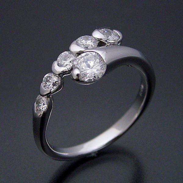 蛇のイメージ。でも、キラキラ  Snake of the image. But, sparkling.  http://brilliant.ocnk.net/216  #婚約指輪 #engagementring #weddingring #diamondring #brilliantjewelry