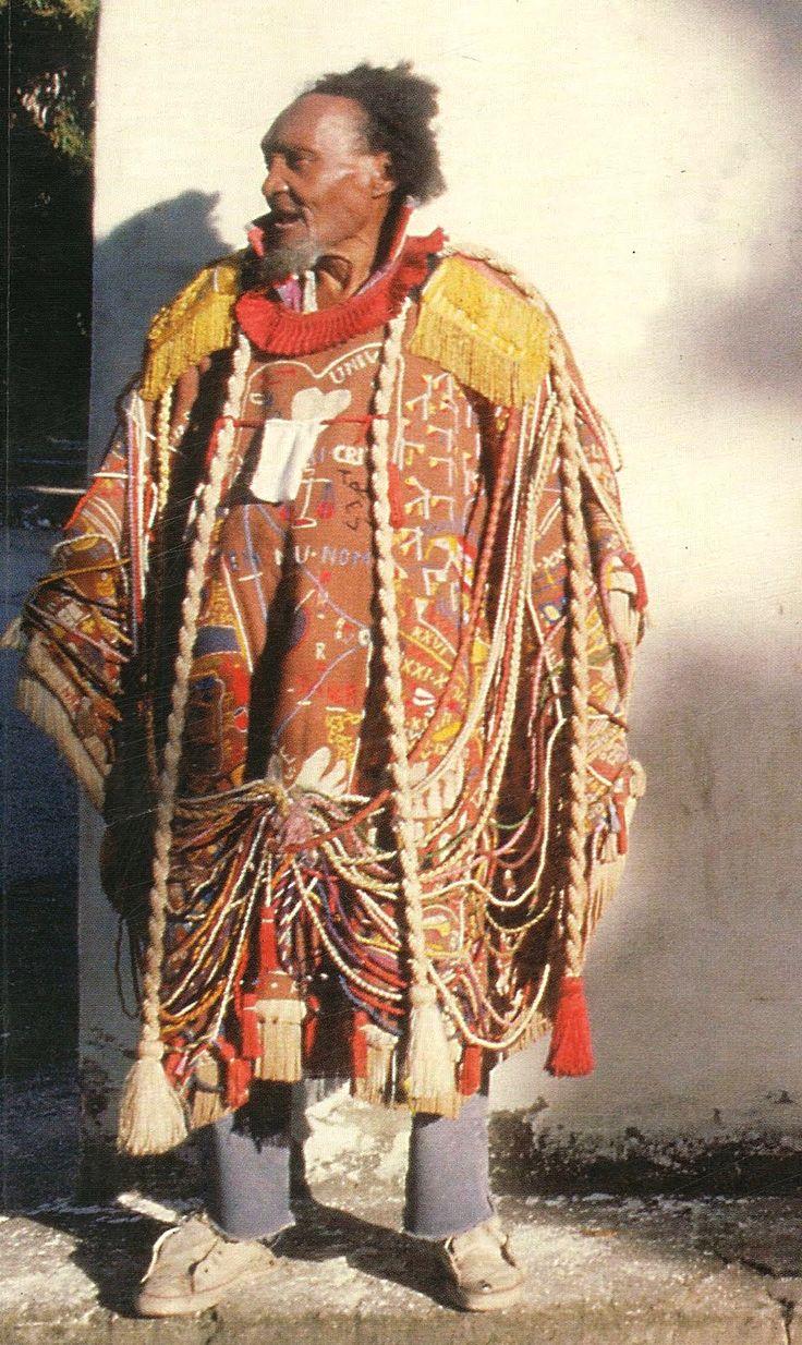 """Arthur Bispo do Rosário vestido com seu """"Manto de Apresentação"""".    """"Os loucos são como beija-flores: nunca pousam, ficam a dois metros do chão""""."""