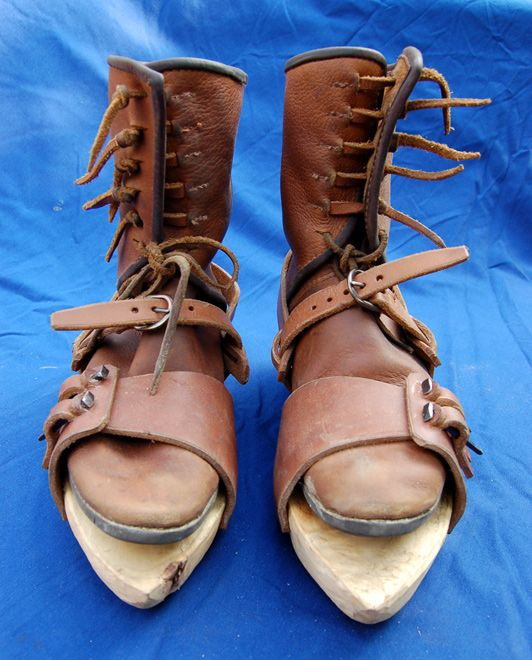 Pattens - wood soles for wet weather. St. Thomas guild - medieval woodworking, furniture and other crafts: Making wooden pattens
