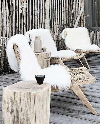 Warm & cosy | tuinmeubilair | ligt hout | vachtjes | Scandinavisch - Makeover.nl