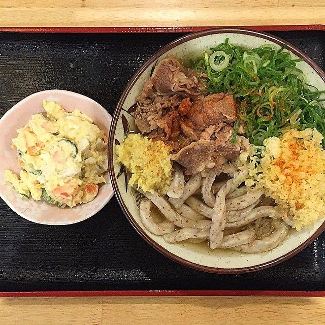 大阪市の福島にあるうどん屋「讃く」で熱いかけうどん大とポテトサラダいただきました!(ネギ、生姜、天かすは入れ放題)  うどんとポテサラのコンビ結構好きなんです☆  I ate hot udon(noodles) & potato salad at Fukushima Osaka☆  Udon soup is the seafood of bonito and dried sardine☆  #日本 #大阪 #福島 #ランチ #麺スタグラム #うどんインスタグラマー #うどん #肉 #讃岐うどん #讃岐 #グルメ #ポテトサラダ #丼 #俺のネギコレクション #俺の讃くコレクション #東京カメラ部 #大阪カメラ部 #japan #osaka #instajapan #instadaily  #photooftheday #food #lunch #meat  #noodles #Gourmet #nice #good #photo