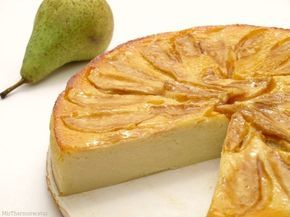 Tarta de pera / 5 peras Conferencia maduras - 3 yogures naturales o de pera - 4 huevos grandes (L) - 180 gr. de azúcar - 70 gr. de harina refinada de maiz (Maizena) - 1 cucharada de mermelada de melocotón o albaricoque