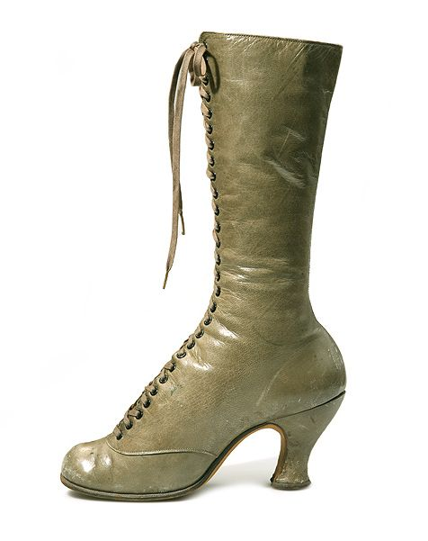 Olive green high lace shoes with round toes and Louis heels | c.1890 | L. Bertchiantz