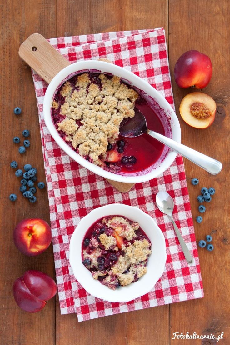 Summer Fruit Oat Crumble with Nectarines, Blueberries and Raspberries - delicious and gluten-free.