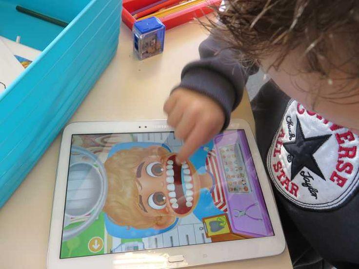 Tandarts app op tablet Android voor thema tandarts met kleuters, kleuteridee.nl , Dentist Andrid app for preschool, free printable
