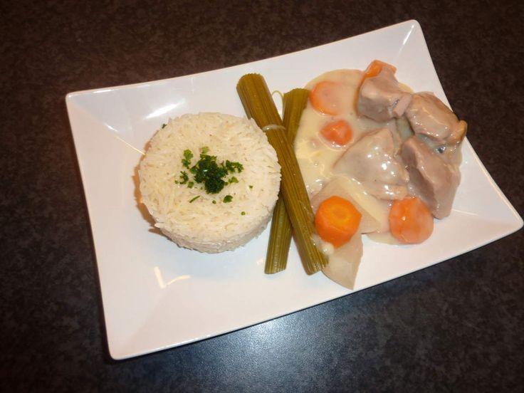 Ingrédients pour 6 personnes • 1,2 kg de blanquette de veau • 2 carottes • 2…