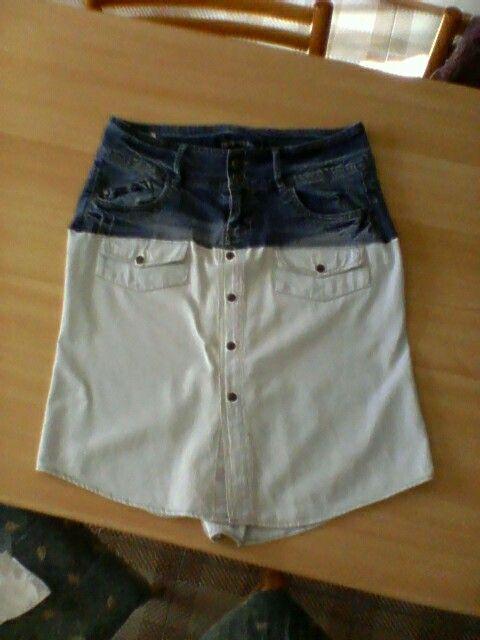 Il mio nuovo lavoro. Gonna ricavata da vecchi jeans e una camicia!