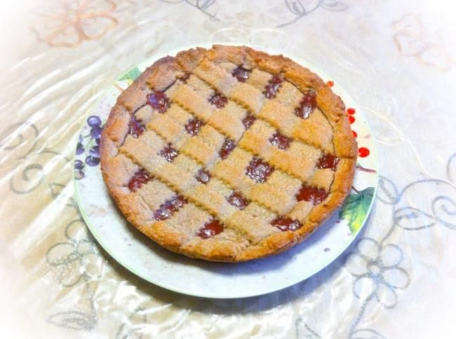Recipe here:    http://sweetsrecipesfromtheworld.blogspot.it/2014/05/rustic-tart-with-quince-jelly.html