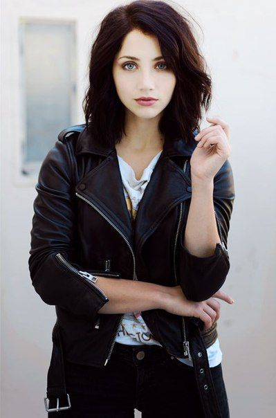 (Emily Rudd) Inspiration: The Dreamer. Raiven: Black hair, green eyes