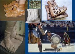 GALLICAE. Especie de borceguies o botas cerradas de origen galo usadas en Roma cuando hacia mal tiempo.