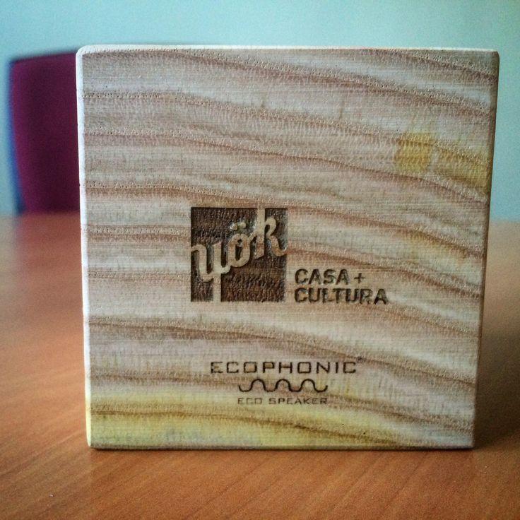 Personalización de altavoz Uno en madera de castaño para Yök Casa & Cultura.
