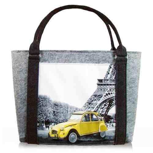 Duża prosta w formie torba z filcu z nadrukiem na tkaninie banerowej drukiem UV grafiki Citroena 2CV z wieżą Eiffela w tle w KuferArt.pl