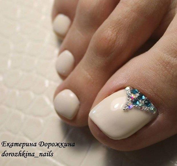 White-Rhinestone Toe Nails