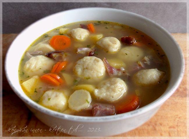 ...konyhán innen - kerten túl...: Burgonyagombóc leves sonkával