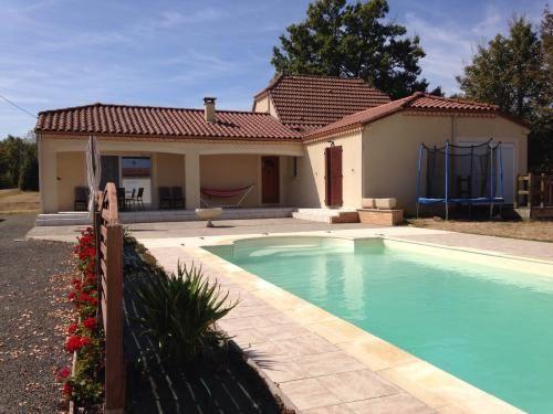 GOURDON- Jolie Maison Contemporaine avec piscine au calme. 238.500 €  Réf.:GD1404 http://www.pleinsudimmo.fr/fr/annonces-immobilieres/offre/gourdon/bien/1523556/gourdon-jolie-maison-contemporaine-avec-piscine-au.html