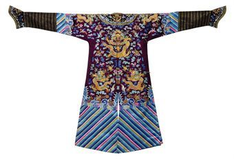 Court robes were worn by the imperial family displayed round dragon medallions, the dragon symbolized the emperor, and permission to wear this style of robe could only be given by him.